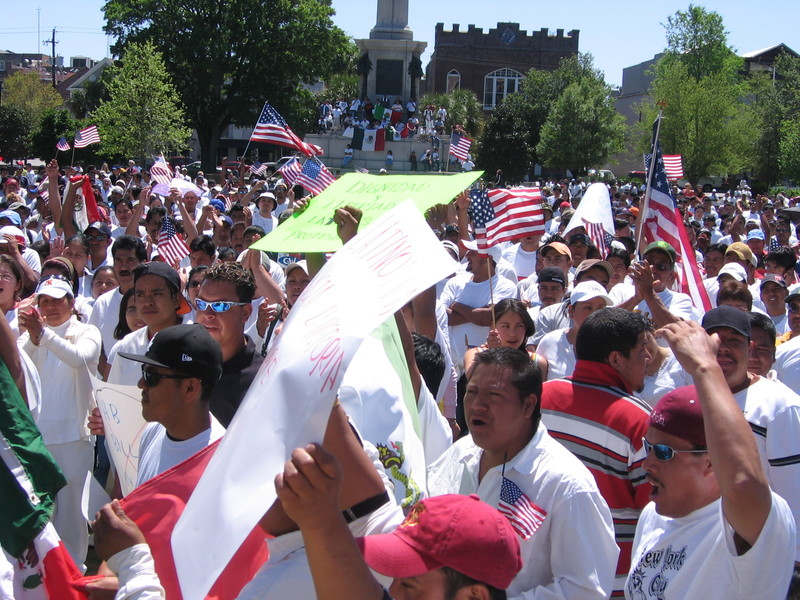 Concentración por la Reforma Inmigratoria, fotografía de Marcela Rabens, Charleston, Carolina del Sur, 10 de abril de 2006.