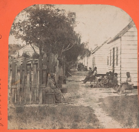 Whitewashed cabins on Charleston plantation, Osborn & Durbec's Southern Stereoscopic & Photographic Depot, Charleston, South Carolina, 1860, courtesy of the Library of Congress.