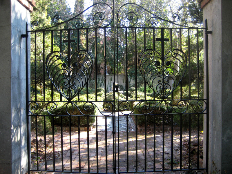 Garden gate, 91 Anson Street, image by Bradley Blankemeyer, Charleston, South Carolina, November 2013.
