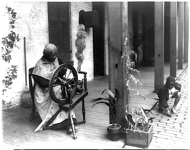 Image of an African American woman spinning wool, photograph by Paul Günter, Louisville, Kentucky, 1907, courtesy of the Library of Congress.