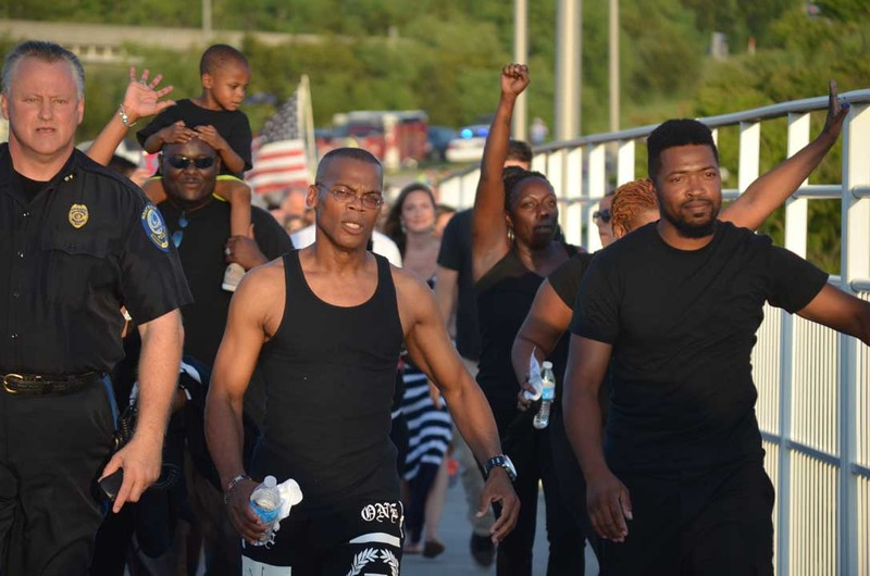 Marchers on the Bridge to Peace Unity Chain walk, June 21, 2015, Charleston, South Carolina, courtesy of ABC New4 WCIV-TV.