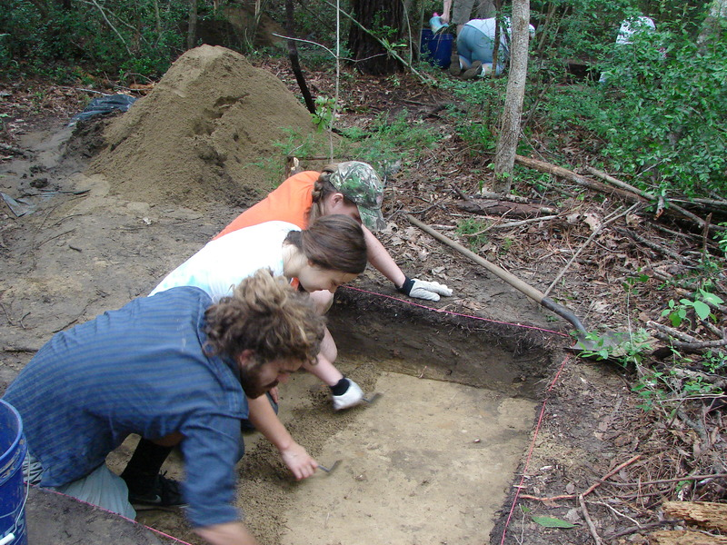 Archaeological field school students, photograph by Kimberly Pyszka, Stono Preserve, 2016.