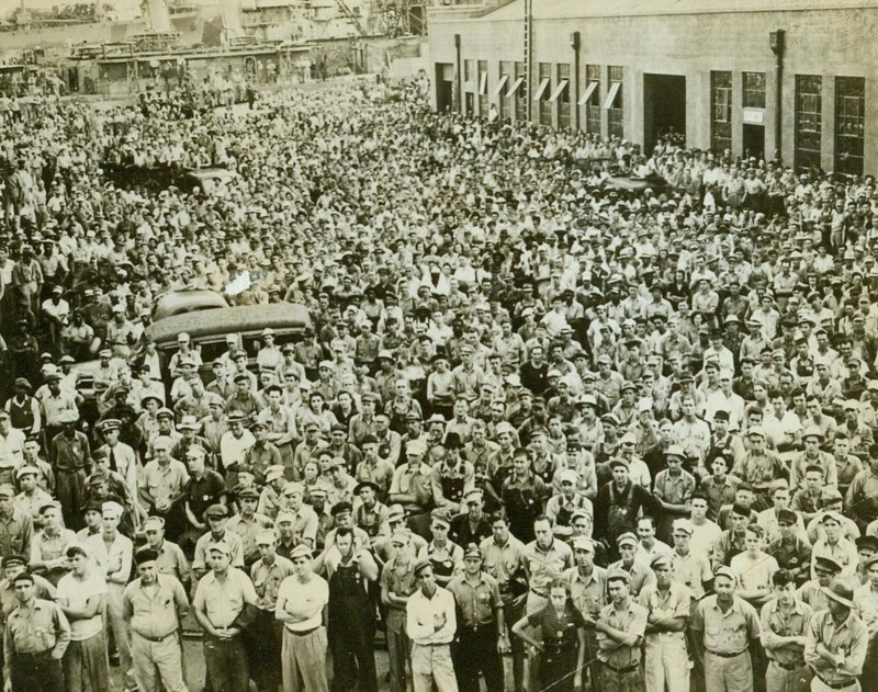 Charleston Navy Yard Workers' Labor Day Meeting, Charleston, South Carolina, September 8, 1942, Allison Collection of World War II Photographs, courtesy of the MacArthur Museum of Arkansas Military History.