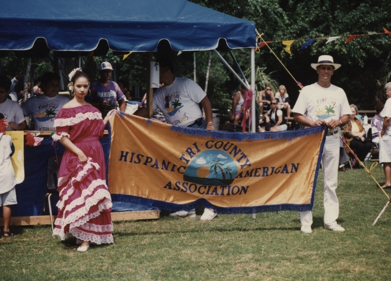 Tri-County Hispanic American Association en el Festival Hispano, Charleston County, Carolina del Sur, alrededor de 1990, por cortesía de Ángel Cordero.