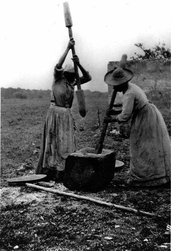 Two African American women winnowing rice, Sapelo Island, South Carolina, circa 1900, courtesy of the Library of Congress.